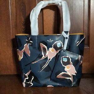 Kate Spade Reversible Tote and Zipper Pouch NWT